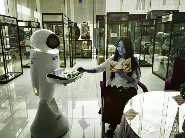 Eva_餐厅-迎宾-接待-集客机器人